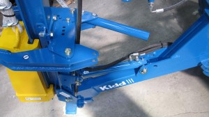 Easy to use manually adjusted to any size of post clamp calliper.