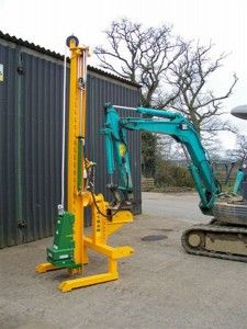 Will fit diggers of 3 ton plus and tractor front end loaders.